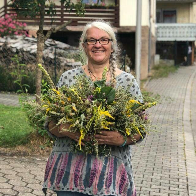 Gabriele Staab der Miracle Essences Blütenessenzen